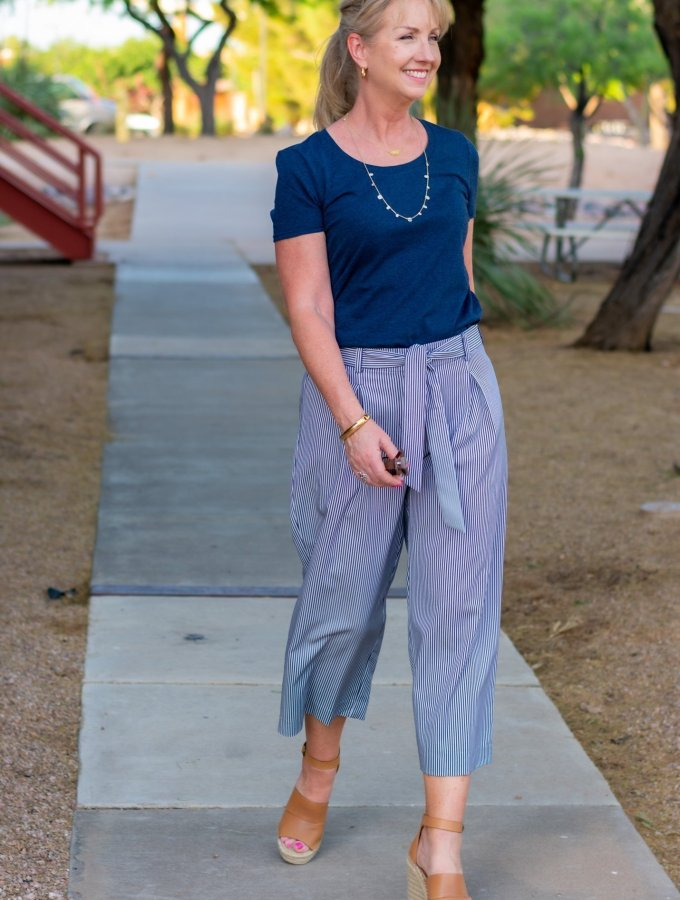 asual Summer Work Style in Navy and White