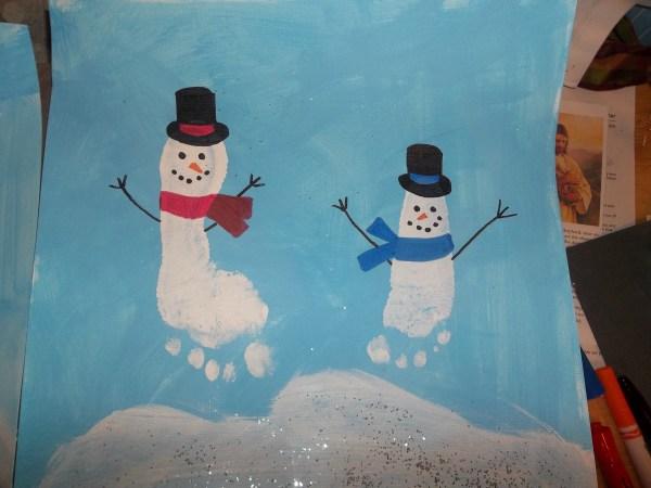 Footprint Snowman Spotlight Dresses ' Messes