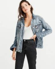 Denim jacket for women street style ideas (15)