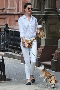 Elle.com Anne Hathaway: Fannypack Outfits Street Style Ideas