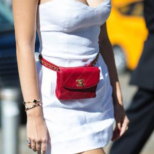 Instagram.com - Fannypack Outfits Street Style Ideas