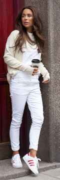 Women's white sneakers outfit 12