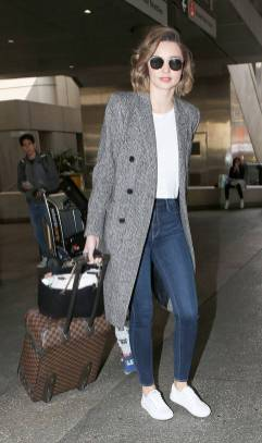 Women's white sneakers outfit 13