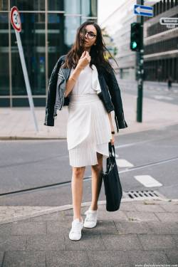 Women's white sneakers outfit 47
