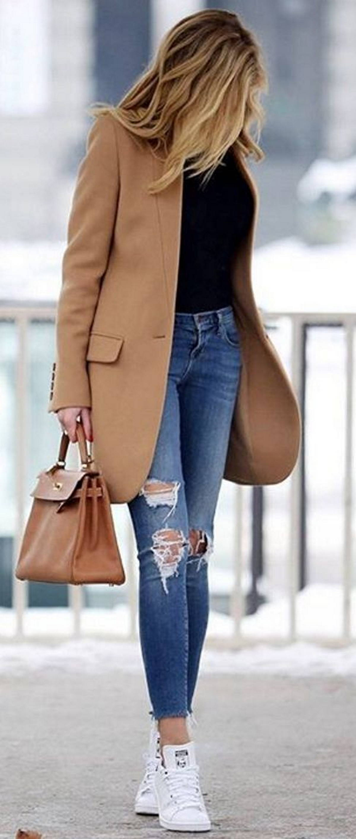 white sneakers women outfit