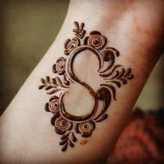 alphabet shapes mehndi designs for back hand
