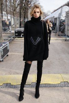 fashion-2016-02-sweater-dress-street-style-anja-rubik-rex-main