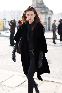 models-off-duty-look-all-black