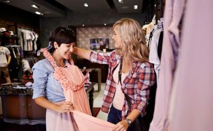 Von pudrigen Pastelltönen bis hin zu Violett - die Trendfarben 2018 machen richtig Lust auf Mode und Shopping.