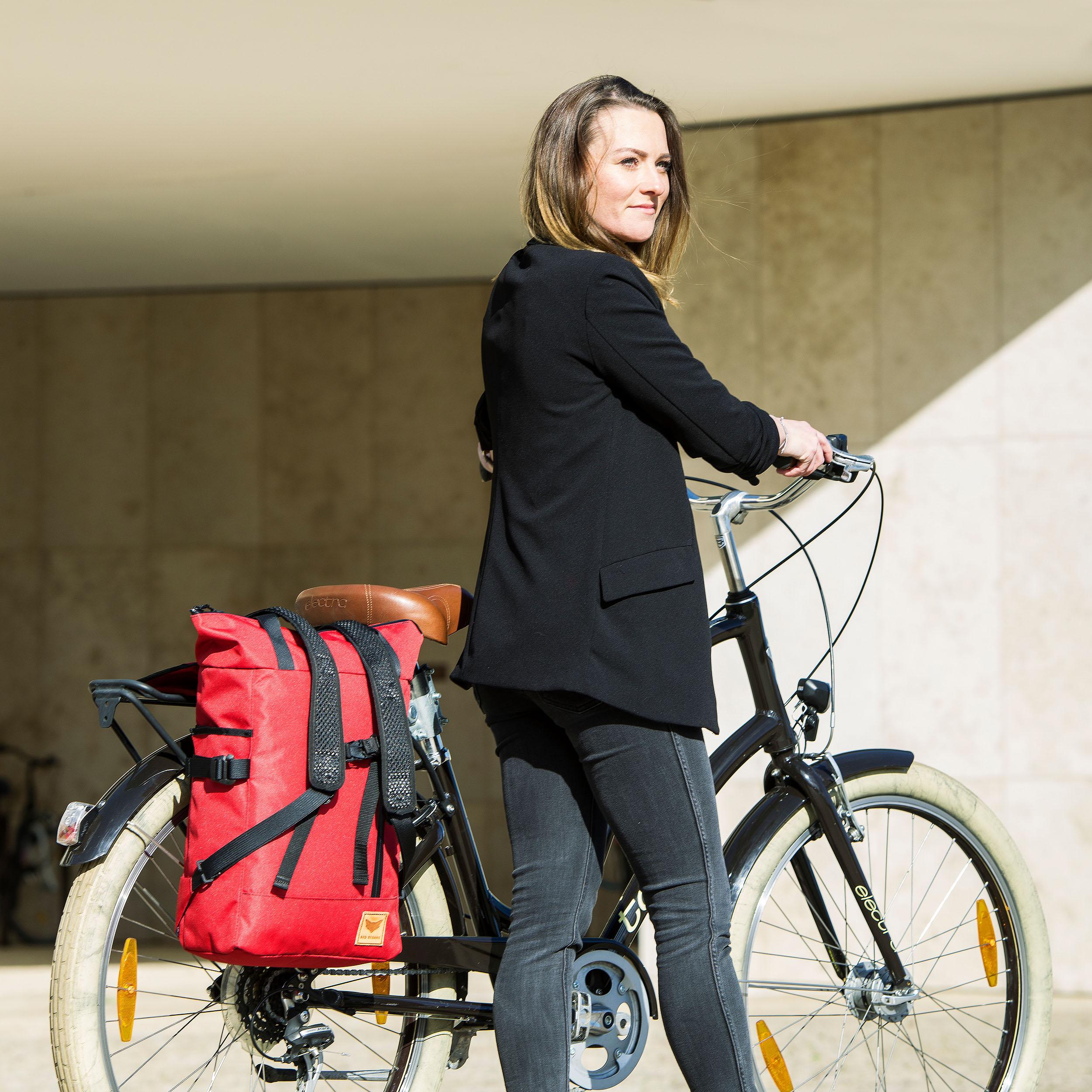 Rucksack auf dem Fahrrad