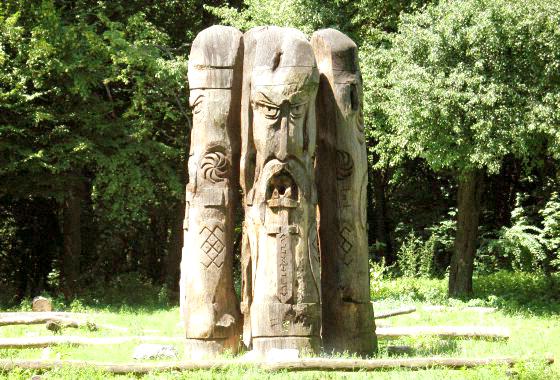 деревянные скульптуры - капище