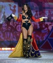Adriana Lima is back on the Victoria's Secret Catwalk [Photos] 003