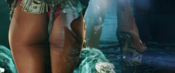 Rihanna - Pour It Up (Explicit) [Music Video] 10