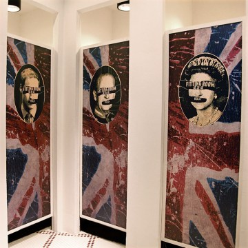 door graphics on changing room's doors, emphasis on British heritage | Lee Cooper retailing in China :: all stores Visual Merchandising & Graphic Design