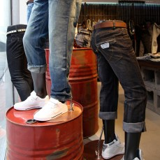 group of bottom mannequins on jeans in-store VMD display | British Fashion Denim Retail Brand - Lee Cooper in China :: fixture and furniture for flagship store