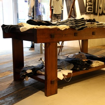 vintage display front desk/table in used | Lee Cooper in China :: fixture and furniture for flagship store
