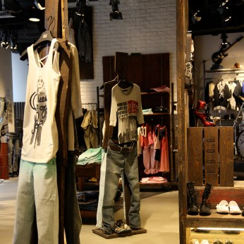 vintage custom made wooden mannequin | Lee Cooper in China :: fixture and furniture for flagship store