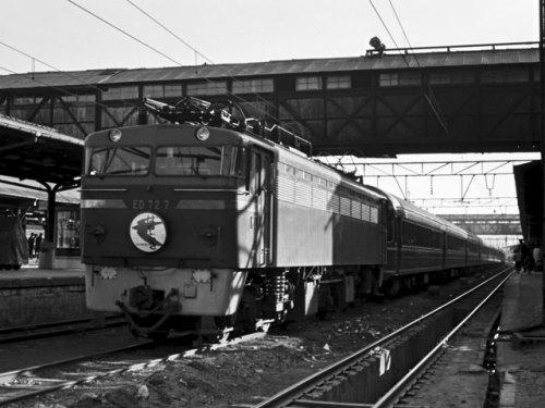 6レ『はやぶさ』、電機ED727【門】、博多駅、'63.4.2 07813