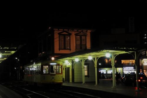 夜の道後温泉駅