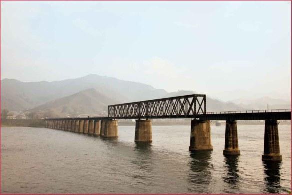 08_国境の橋