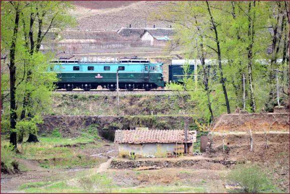 14_北朝鮮の列車編成1
