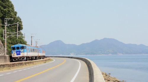 須波・安芸幸崎間を行く8235D 広島行き