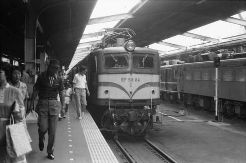 s-80.8.2上野EF5884津軽4号