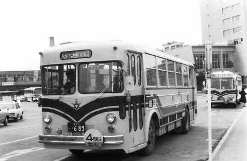51-1-30電気バス1