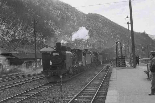 昭和38年3月備後落合 芸備線で新見方面へ行く貨物列車