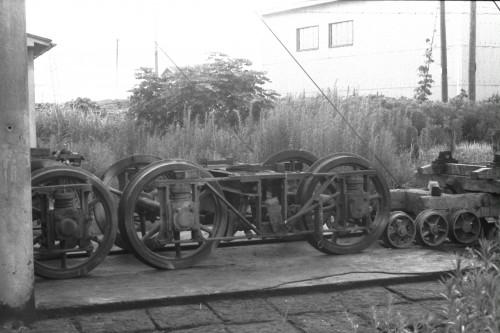 謎の台車。軌道線では使うことのない菱台枠。