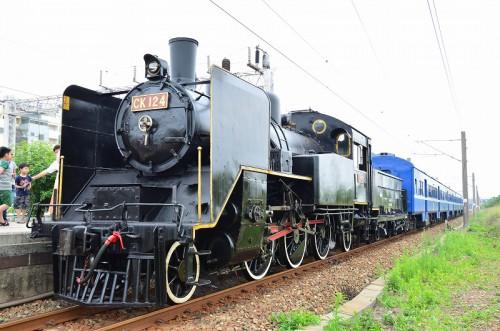 CK124と旧型客車