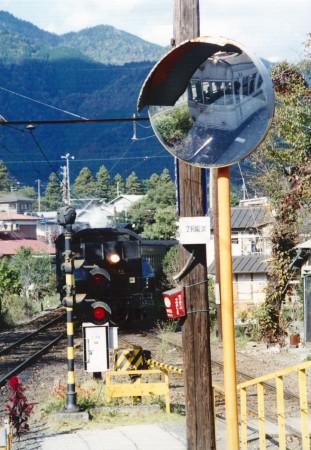 鏡に写った電車001