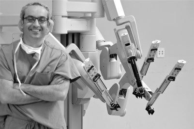 Dr. Ali Ghomi with da Vinci® surgery robot