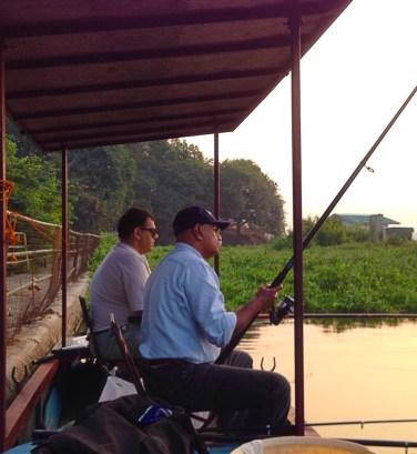 fishing at powai lake1