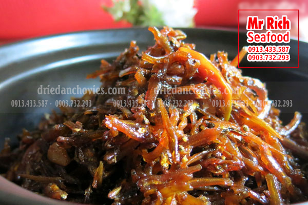 Fried anchovies with chili peppers