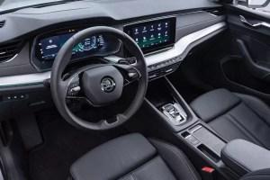 التجهيزات الداخلية للسيارة