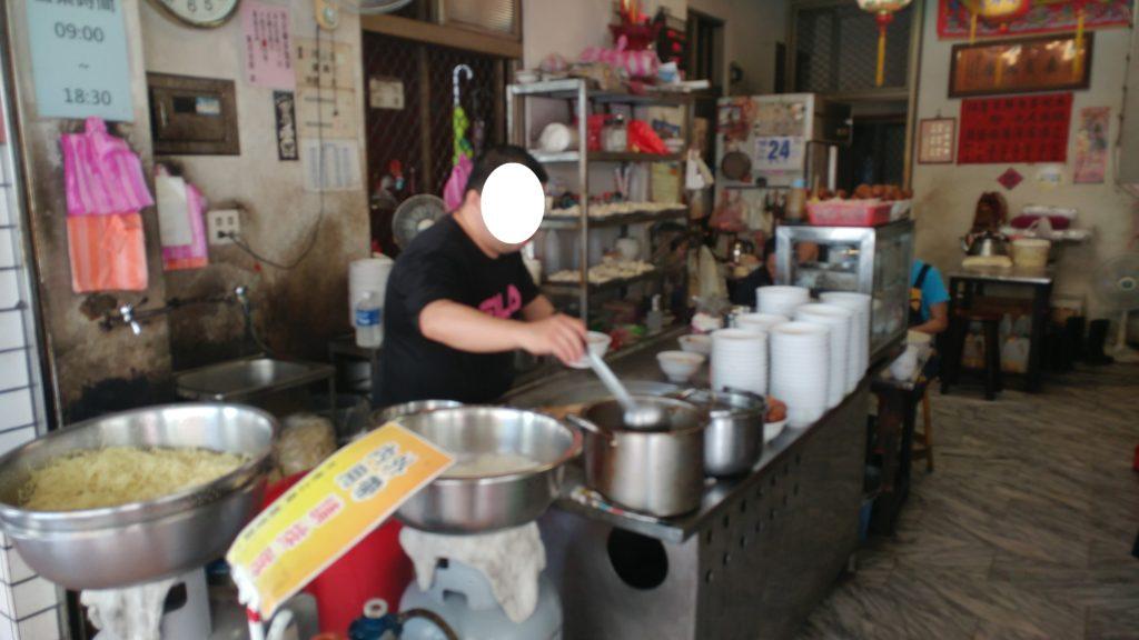 水餃子1個2.6TWD!麺1杯20TWD!臺南市康楽街にある有名水餃子店「穎川水餃店」