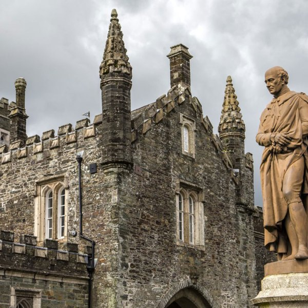 Drifters Guide England History Experience Tour