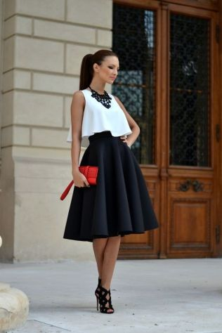 Street style white crop top and vaporous skirt