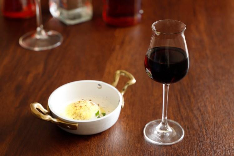 Vermouth rosso - Uovo e taleggio