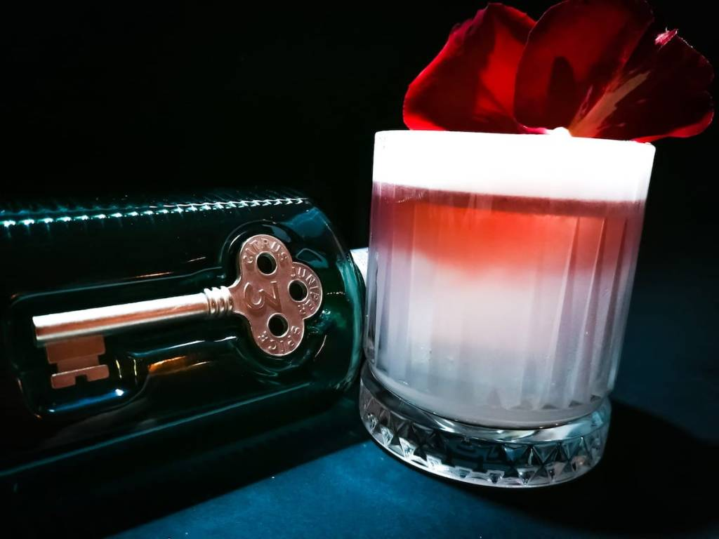 drink EVELINE di Pietro Testa direttore e barman di Al Tagliando gin e tequila bar di Milano