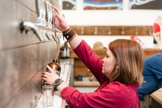 Kristi Thompson fills a growlerette at Alibi Ale Works in Incline Village, Nev. Photo by Mike Higdon