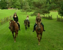 Bo Kenzi and Lou Ann on horses in Let Them Burn