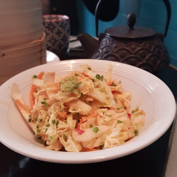 Salade croquante sauce cacahuète