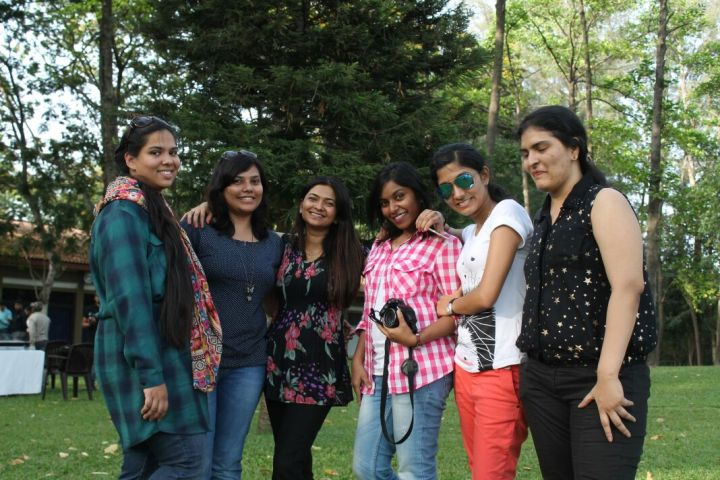 The lovely ladies... Divsi, Anamika, Archana, Apoorva, Ruhie, Kiran (L-R)