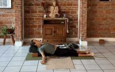 30min Restorative Yoga for the Lower Back (English)