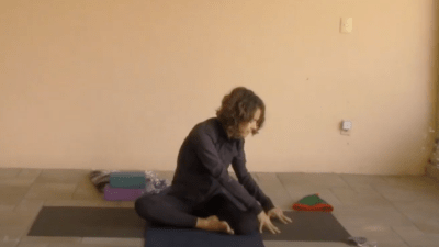 30min Therapeutic Yoga for Hips