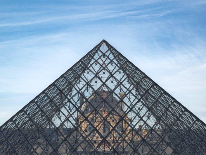 El Louvre tras la pirámide