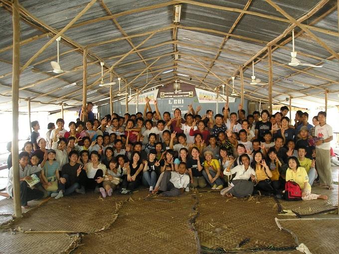 かものはしでスタディツアー立ち上げに奮闘し、学生らと現地に赴く松島さん
