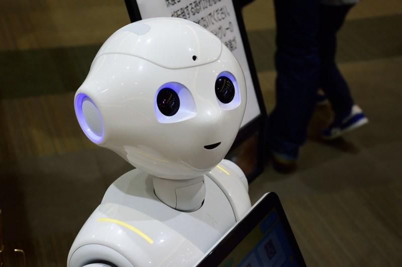 ロボット面接官が学生を評価。AI(人工知能)で就職活動はどう変わる?